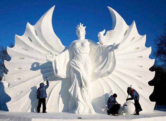 Самый высокий в мире снежный замок воздвигли в Китае