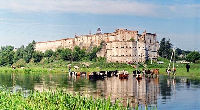 Куда поехать отдыхать в ноябре: Меджибожский замок