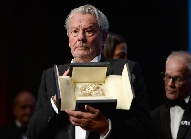 Ален Делон получил награду в Каннах, несмотря на протесты