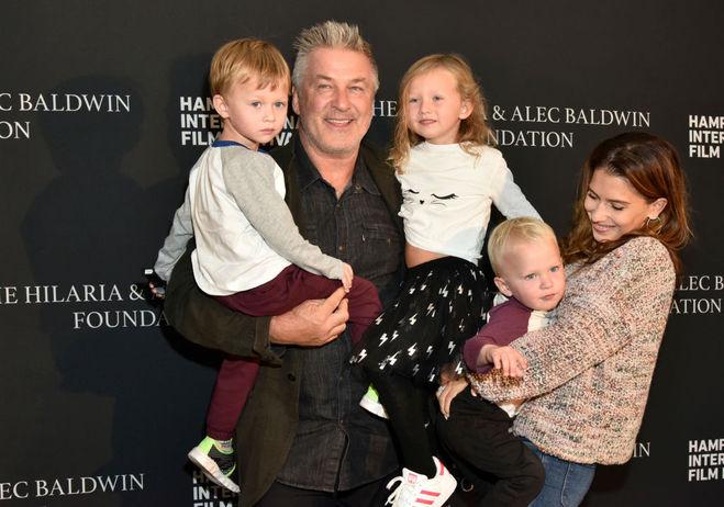 Алек Болдуин с семьёй