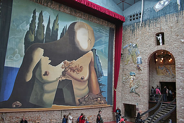 Арт-туризм: по стопам Сальвадора Дали: Театр-музей в Фигерасе