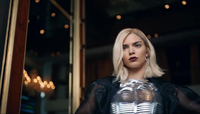 Кендалл Дженнер в відео ролику Pepsi