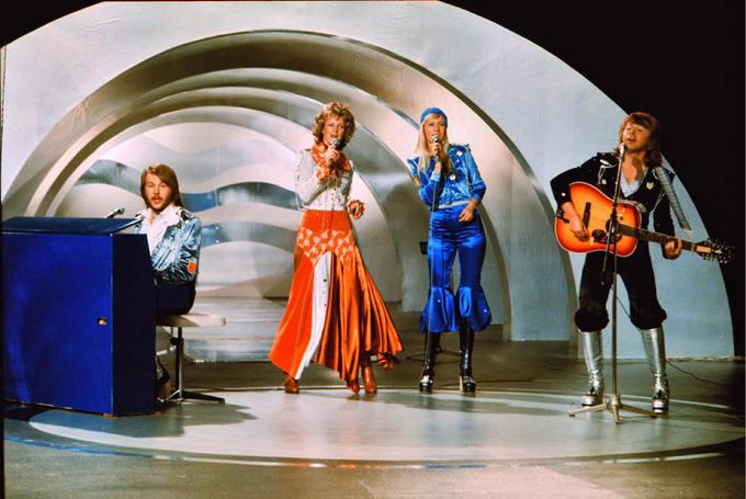 Топ-10 памятных нарядов в истории Евровидения