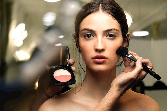 Как стать счастливой с помощью макияжа: 5 советов от визажиста Bobbi Brown