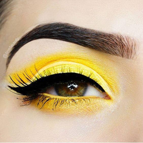 Желтый макияж на Новый год 2018
