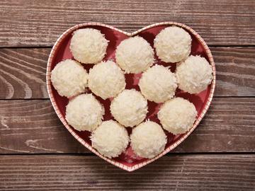 Как сделать полезные и вкусные кокосовые конфеты: рецепт