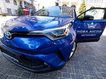 """Мечты сбываются: кто выиграл Toyota CH-R Hybrid от ЖК """"Новая Англия""""?"""