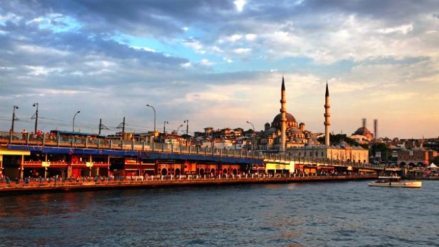 Туры на Новый год 2017, Турция: дайвинг, новогодний круиз и столик на мосту