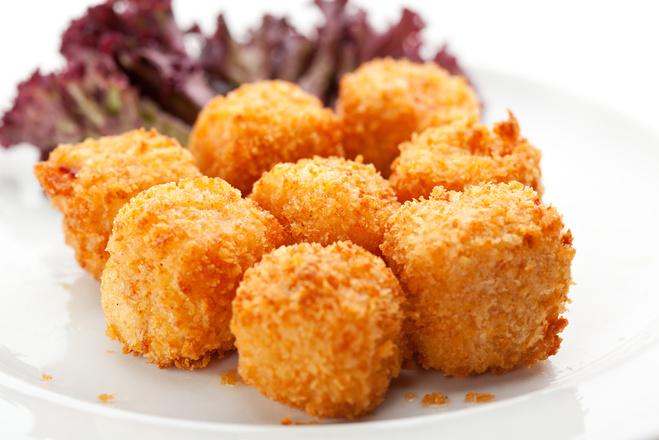 Закуски на Новый год 2016: рецепты сырных шариков
