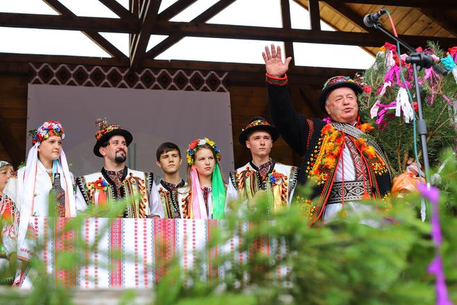 Сбор молодой и танцы с деревцем: как проходит традиционная гуцульская свадьба