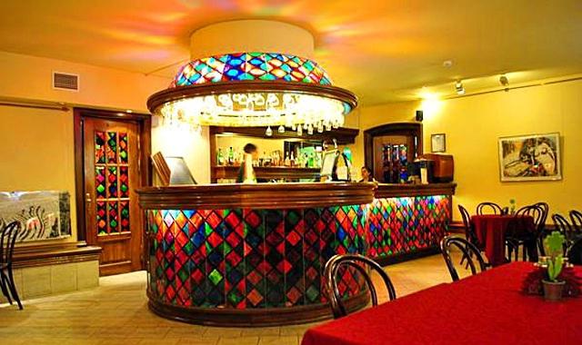 Рестораны Санкт-Петербурга: Бродячая собака