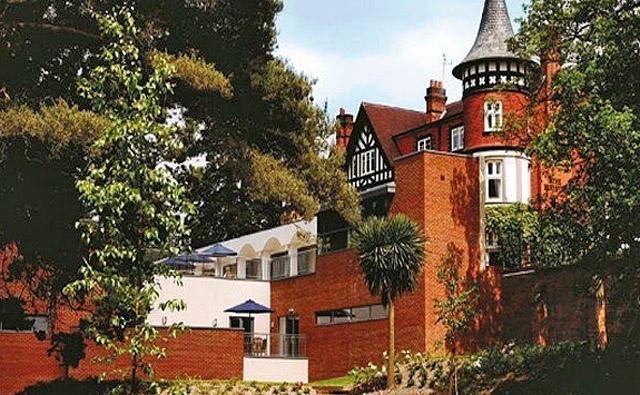 ТОП гостиниц с привидениями: Macdonald Berystede Hotel & Spa
