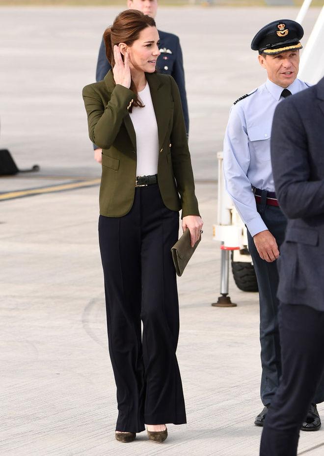 В стиле Виктории Бекхэм: Кейт Миддлтон появилась в неожиданном образе