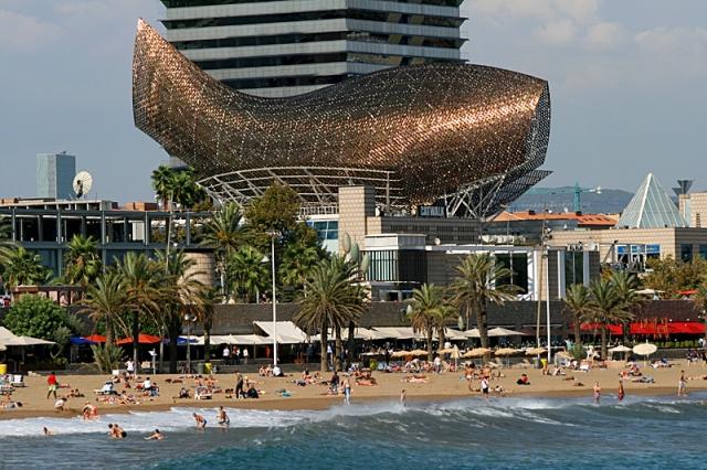 Скульптури риб: риба-кит в Барселоні
