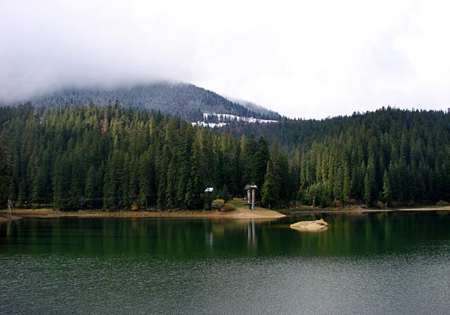 Где спрятаться от жары: озеро Синевир
