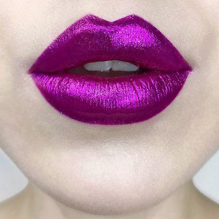 Колір помад, який підходить брюнеткам: ТОП-5 відтінків