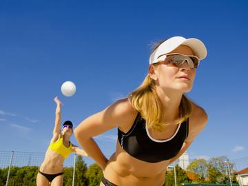 спорт влітку, пляжний волейбол, фітнес, дівчина, спортсменка