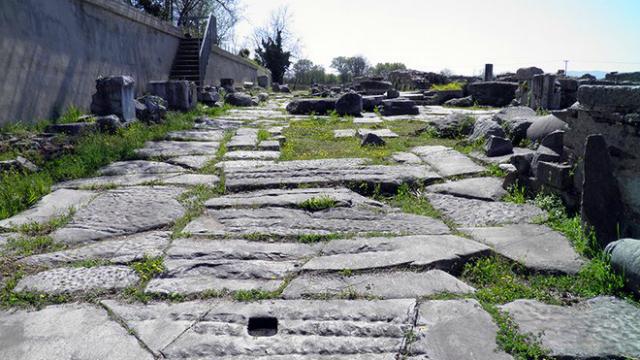 Достопримечательности Албании: бетонные бункеры, древние памятки и мрачные легенды