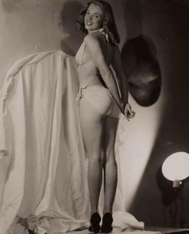 19-летняя Мэрилин Монро в откровенной фотосессии