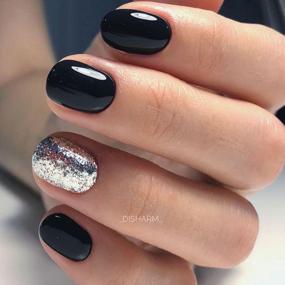 Короткі нігті круглої або овальної форми