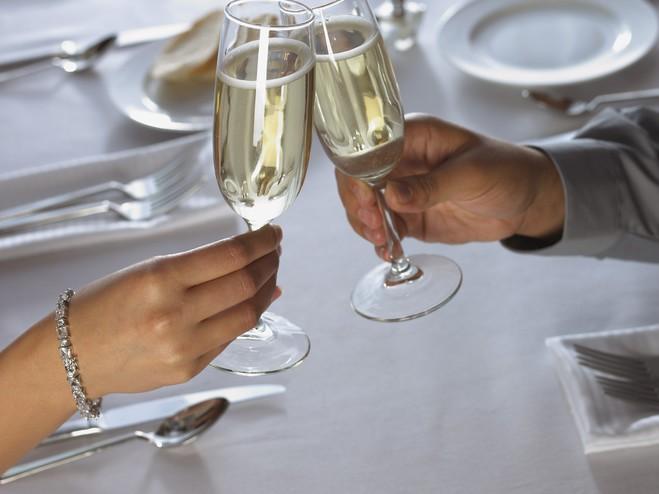 Без шампанского Новый год просто не наступит!