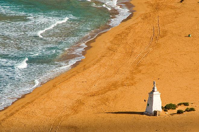 Пляжи с разноцветным песком