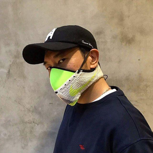 За экологию: дизайнер создает защитные маски из дорогих кроссовок