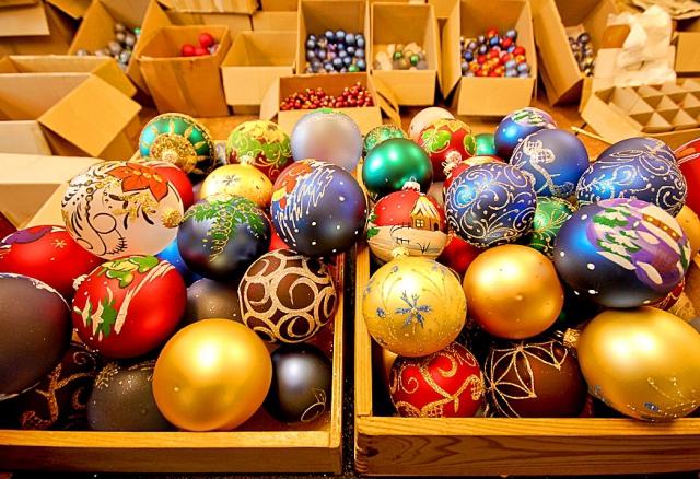 Куда поехать на день Святого Николая: Фабрика елочных игрушек