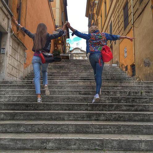 Бузова в Італії