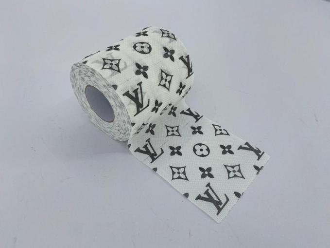Туалетний папір з лого Louis Vuitton