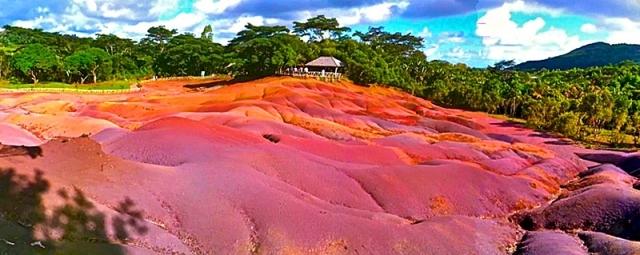 Цветная земля Шарамель в Африке