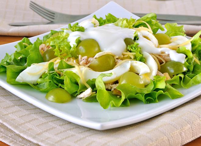 Легкі салати на 8 Березня: рецепти з фото, Салат курка з виноградом