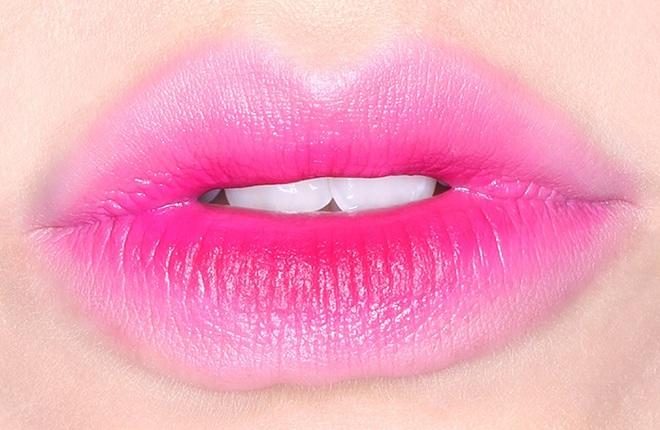 Градієнтний макіяж губ
