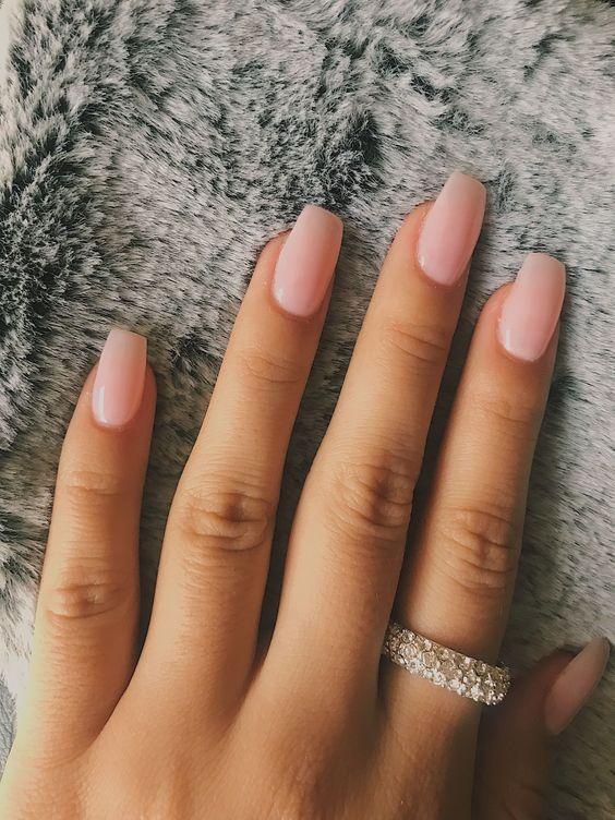 """""""Голий"""" дизайн нігтів: трендовий манікюр"""