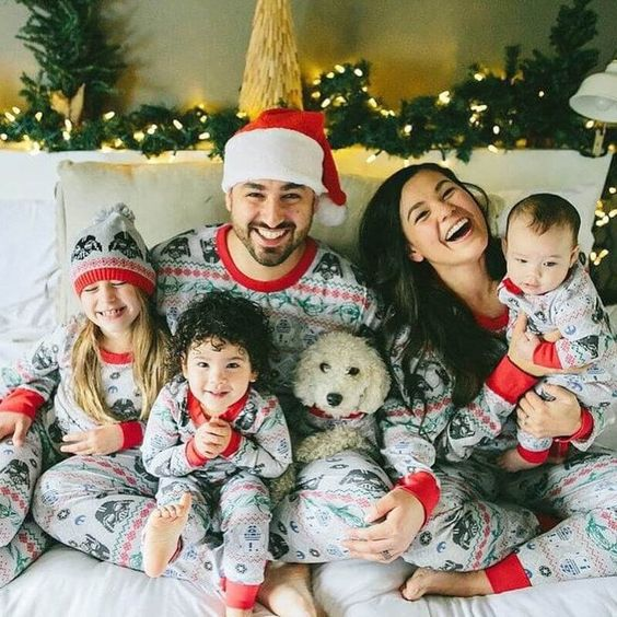 Family look: 12 сімей, які надихнуть тебе на милі новорічні образи