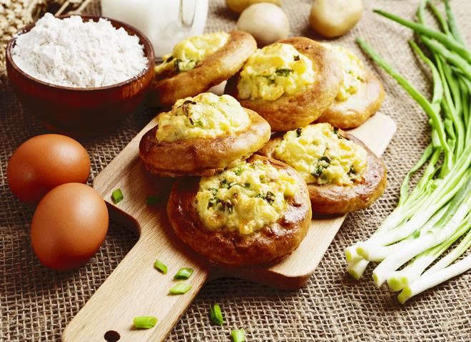 Пирожки с картошкой, картошка, тесто, мука, соль, масло, специи, зелень