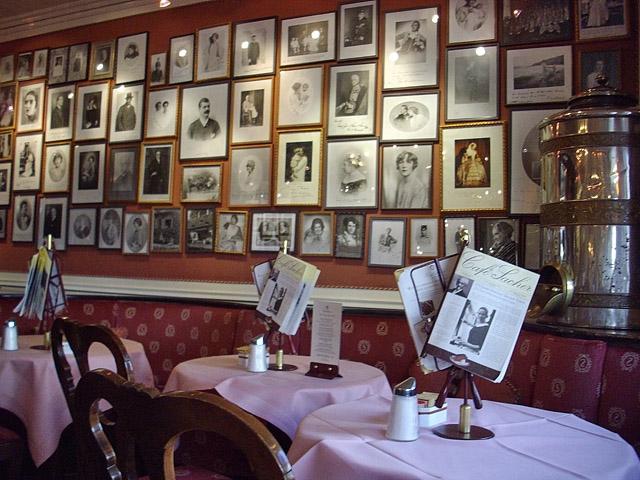 Лучшие кафе Вены:  Sacher