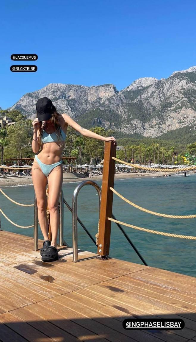 Надя Дорофєєва в купальнику