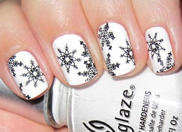 Манікюр на Новий рік зі сніжинками