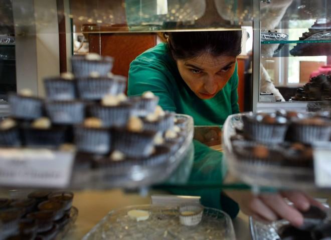 Швейцарський шоколад покривають чистим золотом