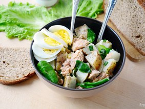 Салат с картофелем и горбушей