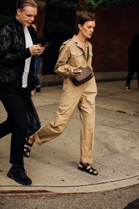 Простота і зручність: з чим носять комбінезони трендсеттери, за якими полюють стрітстайл фотографи