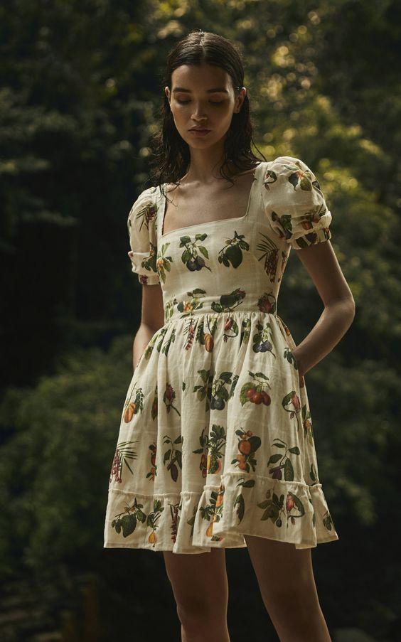 Трендовые повседневные мини-платья на лето 2021
