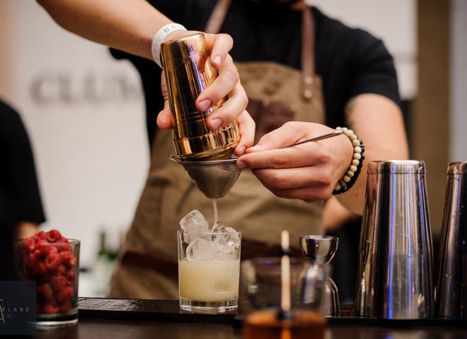 Как приготовить идеальный коктейль: рецепты от барменов из Афин и Праги
