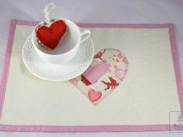 Як прикрасити святковий стіл на День закоханих