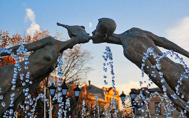 День Святого Валентина: Харьков (памятник влюбленным)
