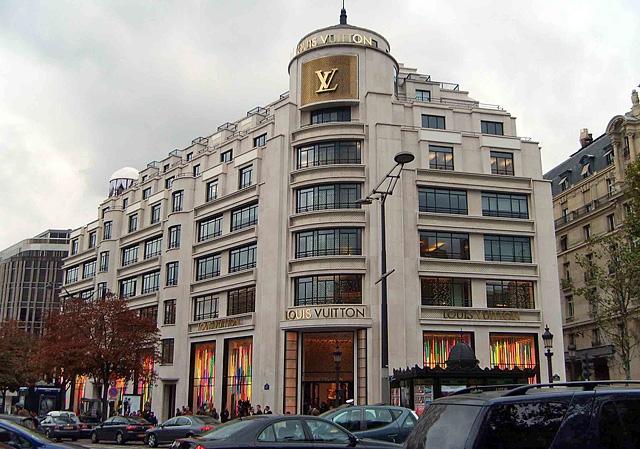 Шопинг в Париже: Бутик Louis Vuitton на Avenue Des Champs-Elysees