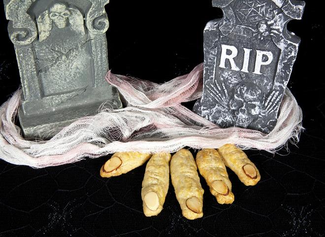 Меню на Хэллоуин 2018: ТОП-5 рецептов ведьминых пальцев (фото и видео)