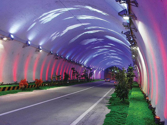 Найдовші автомобільні тунелі світу: Чжуннаньшаньскій автомобільний тунель, Китай