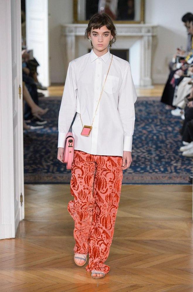 Українка Юлія Ратнер на подіумі паризького Тижня моди: Valentino
